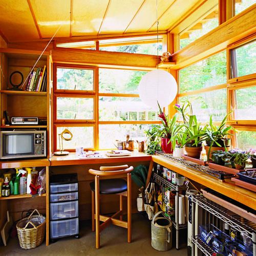 Cozy garden shelter school tv sheds and garden sheds for Garden studio interiors