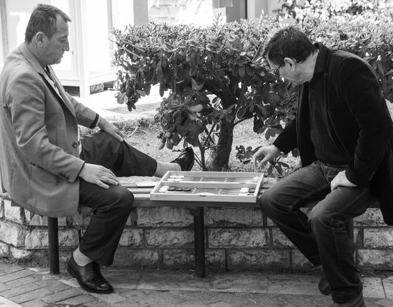 https://flic.kr/p/v7MCqr | Playing backgammon; Athens, Greece