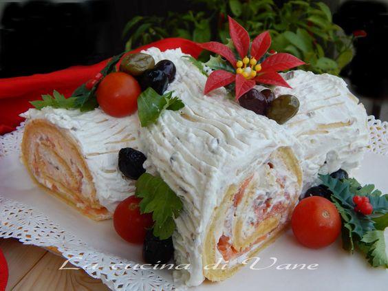 tronchetto di natale salato antipasto vigilia di natale,antipasto per Natale,facile da fare e molto scenografico.Rotolo salato per antipasto con salmone