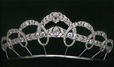 Diamond Garland Tiara Made by Cartier.   In 1927, Queen Victoria Eugenia of Spain ordered a tiara with arching laurel wreaths interwined around two horizontal garlands of leaves, a thematic invention which, considering the predominant style of art deco at this time, can be explained only by reference to the requirements of traditional court etiquette.