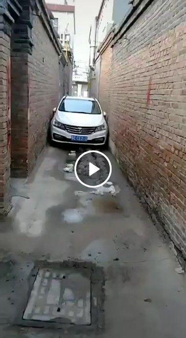 Rua um pouquinho estreita para passar carros