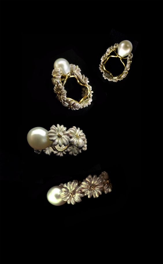Stunning high fasion ring designd and made for Bon Ton Joyaux by Popa in enameld sterling silver, 14k yellow gold, diamonds and south see cultured pearl. https://www.facebook.com/photo.php?fbid=761364560600069&set=a.435262619876933.96841.100001795956015&type=3&theater http://bontonjoyaux.ro/bijuterii/inele/