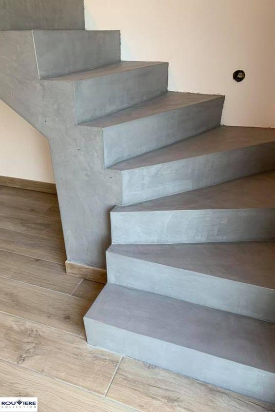 Cet Escalier En Beton Brut A Ete Enduit De Beton Cire Par La Societe Decostyles Applicateur Rouviere Collection En En 2020 Escalier Beton Escalier Beton Cire Escalier