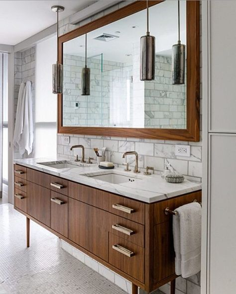 A mid century bath that is  designed by the talented @Damon Liss Design.