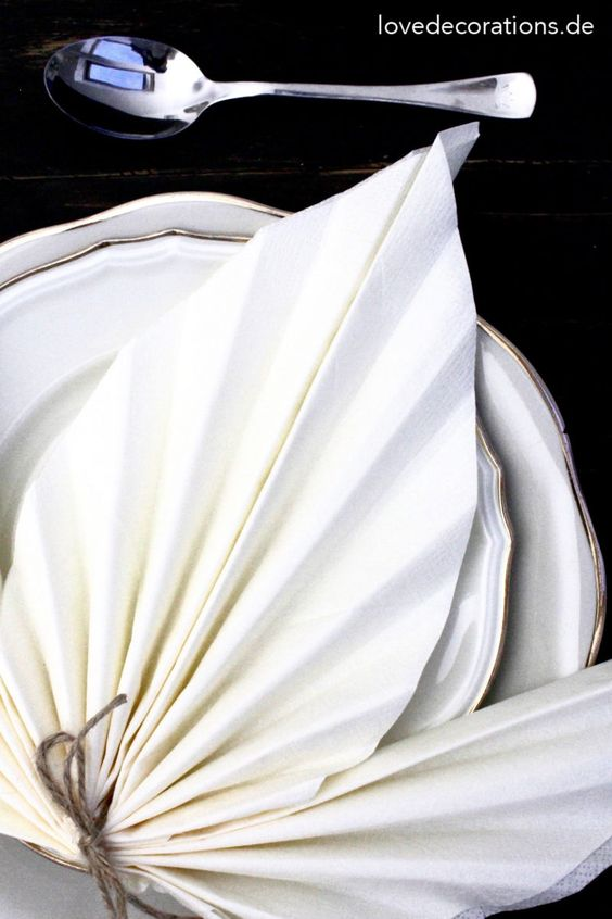 DIY Serviette falten: Ahornblatt   DIY Napkin Folding: Maple Leaf