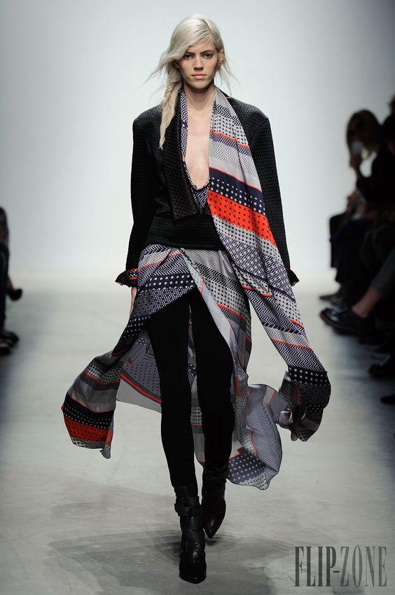 Leonard Fall-winter 2014-2015 - Ready-to-Wear - http://www.flip-zone.net/fashion/ready-to-wear/fashion-houses-42/leonard-4629 - ©PixelFormula