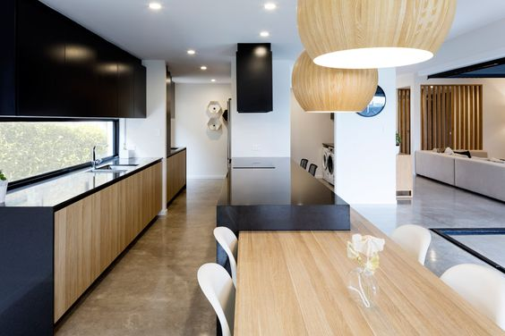 A fantastic use of polytec Natural Oak to create a modern two toned kitchen design - Dayne Lawrie Constructions. http://www.polytec.com.au/colour/natural-oak/