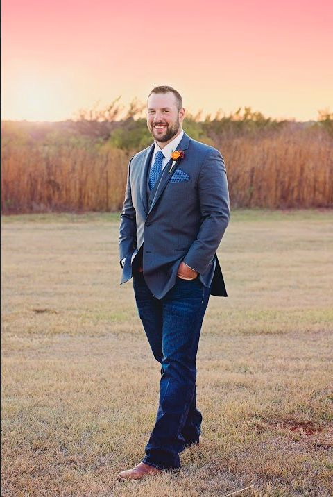 This is how you rock jeans at your outdoor wedding #groom #oklahomawedding #weddingday // Leslie Herring Events