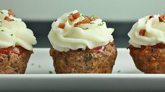 Leuk recept voor een feestje, gehaktbrood cupcakes met een topping van…