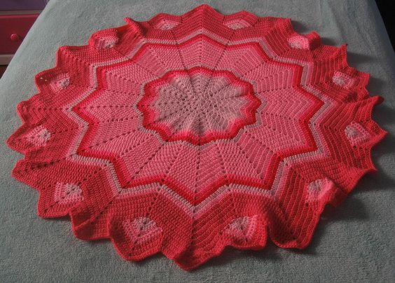 Crochet Pattern Central Free Baby Afghan Crochet Pattern Link : Round ripple afghan: Free Pattern. CrochetHolic ...