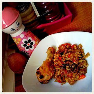 Chicas que salían con chicos que cantaban y un pollo delicioso!   http://funcionalacosa.blogspot.com/2012/02/los-chavales-y-las-exes-pollo-montoto.html