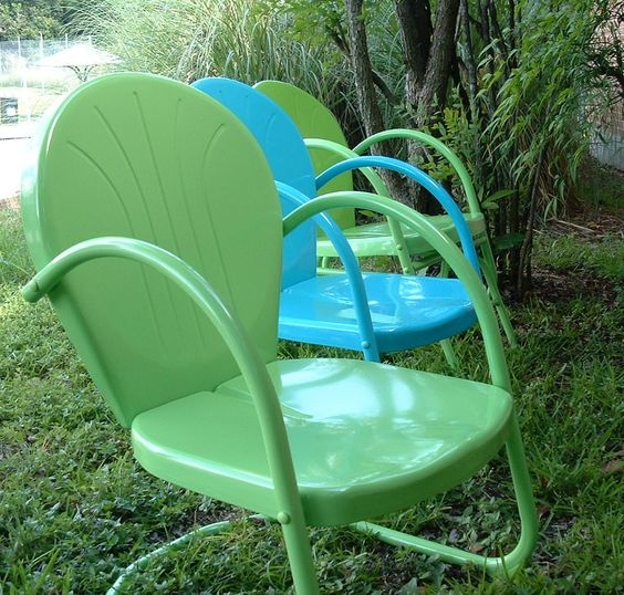 My great grandpa used to have these patio chairs, yes I remember them, I always thought they were cool