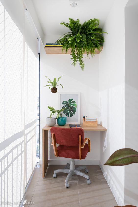Solução criativa de aproveitamento de espaço. Um cantinho de leitura e trabalho bem iluminado e integrado à sala. #LifebyLufe #Suvinil #OlhareseDetalhes #escritorio #office #homeoffice