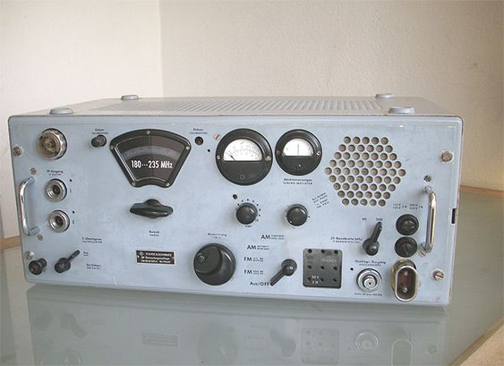 Museum-NT   object: Rohde & Schwarz VHF monitor receiver ESM 300