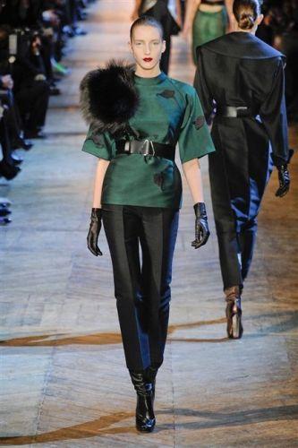 Yves Saint Laurent : défilé prêt-à-porter automne-hiver 2012-2013