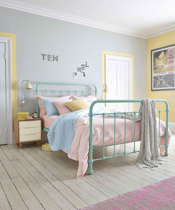 Bright bedlinen in pretty pastel hues are perfect for a retro room #bedroom #inspiration