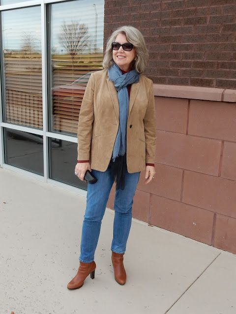I have my suede jacket, my gray scarf, jeans and booties to pull off this look.