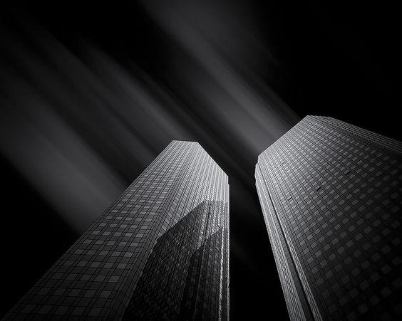 Deutsche Bank, Frankfurt - by by Martin Schmidt