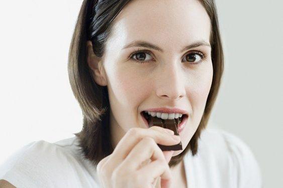 Una delle proprietà più spiccate del cioccolato fondente, e del cacao in generale, è la presenza di antiossidanti.