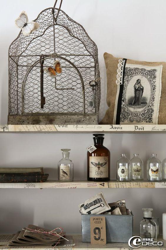 Une cage en fer Pomax chez Clair de Lune à Uzès et des créations d'Aurélia Ducrocq