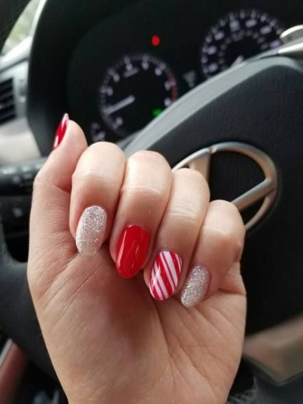 Holiday Nails Christmas Glitter Candy Canes 17+ Ideas #nails #holiday