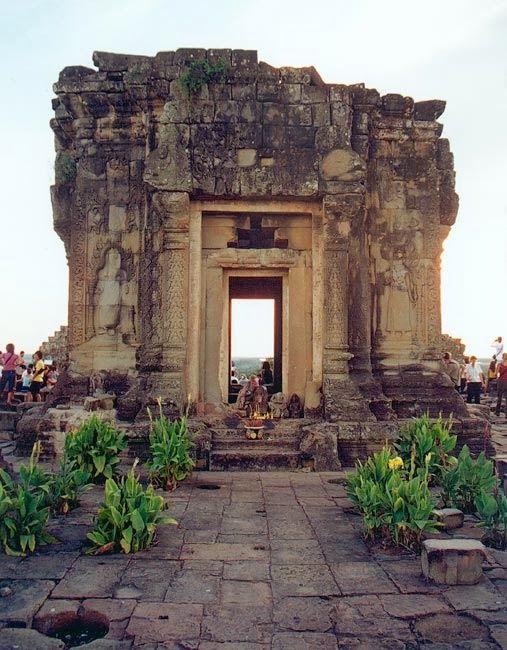 Ngôi đền mang trong mình truyền thuyết về 12 cô gái Angkorr