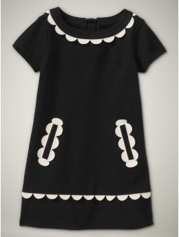 Scalloped Dress  so retro.  looooove!!