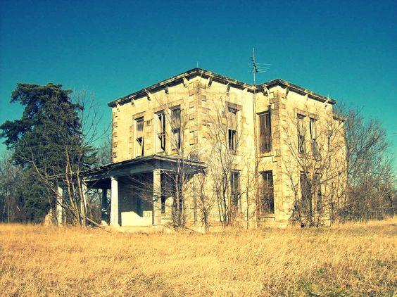 Abandoned_Orphanage_by_LaynaLynn.jpg (900×674)