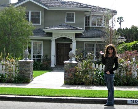 Modern family  Modern and Families on PinterestThe Dunphy house seen on Modern Family  Address  Dunleer Dr   Los