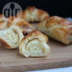 Pãezinhos sem glúten @ allrecipes.com.br - Ficam deliciosos, pra comer puro ou com geleia, requeijão, manteiga...