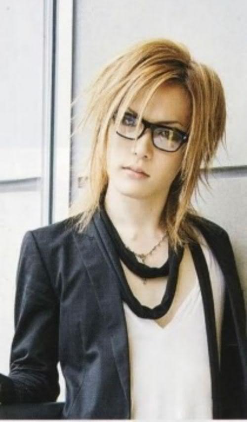 Uruha- The Gazette -- Uruha in glasses? Hell yeah!