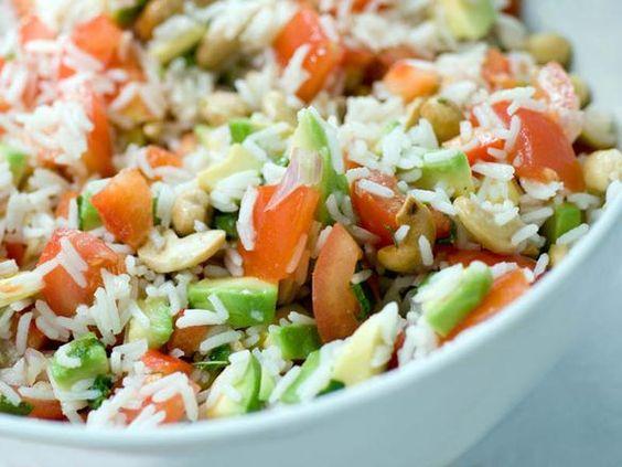 Vous êtes gourmande mais vous surveillez de près votre alimentation? Pour retrouver du plaisir tout en maintenant un bon taux de cholestérol, voici nos 4 salades estivales. A adopter sans hésiter ! Avec Virginie Balès, diététicienne nutritionniste.