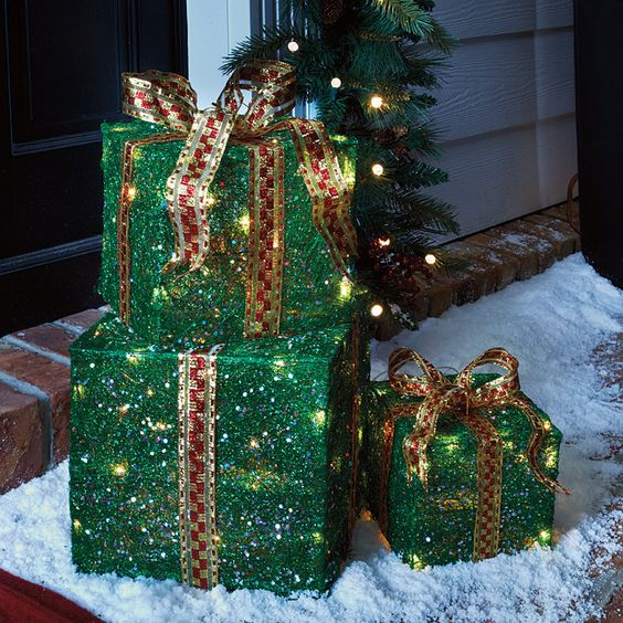 CHRISTMAS Indoor/Outdoor Pre-Lit PRESENT GIFT BOXES OR WHITE YARD