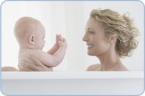 Manchmal sind es scheinbar alltägliche Dinge, die einen großen Unterschied machen. Zum Beispiel die Pflege Ihres Babys. Sie ist vom Tag seiner Geburt an ein fester Bestandteil Ihres gemeinsamen Alltags. Und das ist gut so, denn wenn Sie Ihr Baby wickeln, baden oder eincremen, geschehen gleich drei wichtige Dinge....