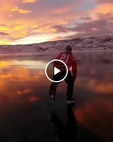 Patinando no gelo em uma paisagem linda.