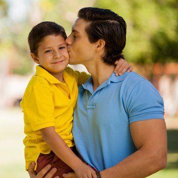 Autoestima de los niños. Matti Hemmi, experto en autoliderazgo explica a Guiainfantil.com 4 cosas que podemos hacer los padres para mejorar y estimular la autoestima de nuestros hijos para lograr sean más felices.