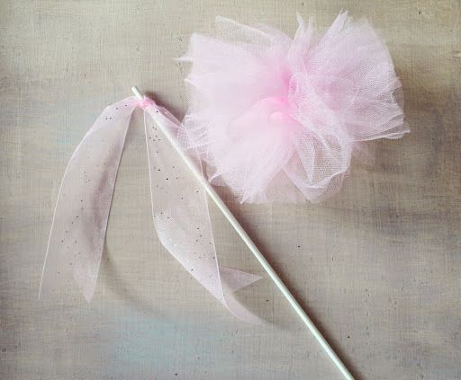 Icing Designs: Cupcake Tutus and Tulle Pom Pom Wands