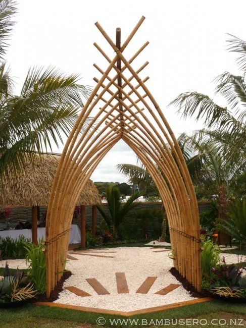 bamboo pergola arbors pergolas pinterest jardins tropicaux nouvelle z lande et cl ture. Black Bedroom Furniture Sets. Home Design Ideas