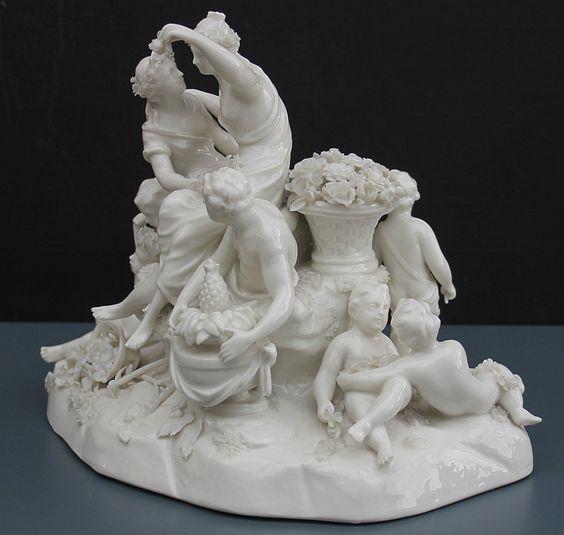 Nymphenburg Figur , große und antike Ausformung - diverse kleine Bestossungen…