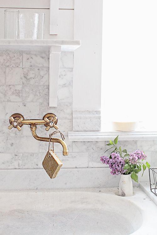 Brass kitchen sink fixtures with marble backsplash #Frenchfarmhouse #brassfaucet  #stonesink