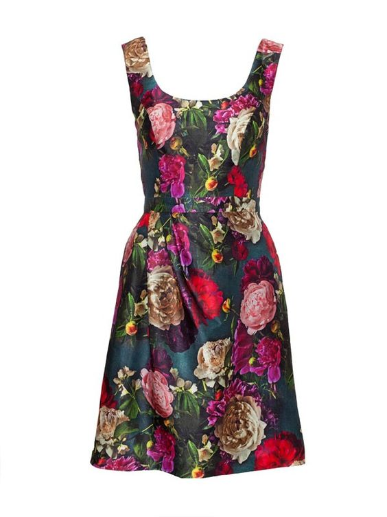 Review Australia Renaissance Rose Dress $289.99/Sale  $217.49 A breathtaking style, the Renaissance Rose Dress features an all over digital floral print, that almost looks as though it has been artfully painted on by hand. A flattering fit and flare design, it also features a delicate pin tuck detail on skirt, round neck and back and a self-waist band.