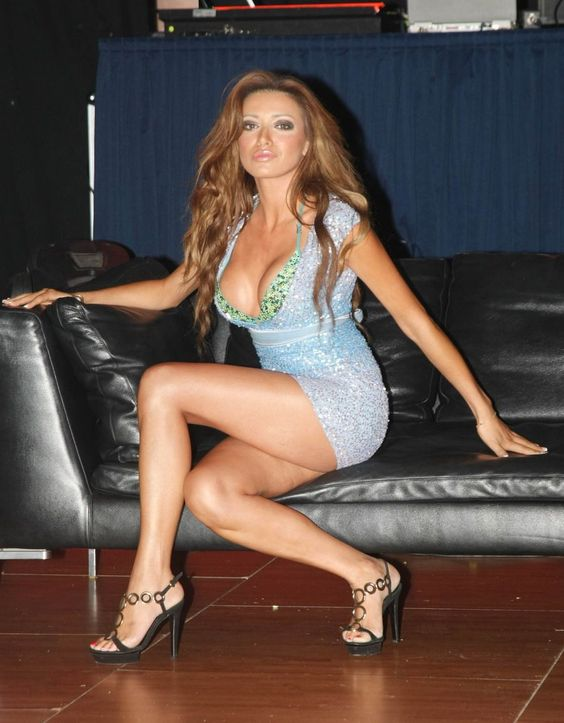 Olga-Farmaki-Feet-389055.jpg (900×1154)