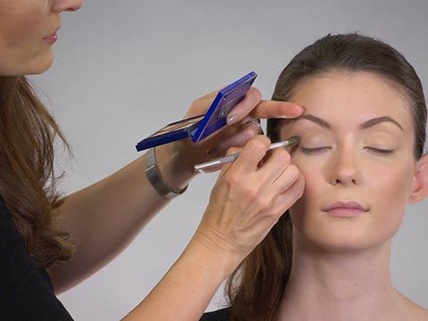 Its very simple to apply eyeshadow! We have the tips and tricks for you to apply eyeshadow like a professional!