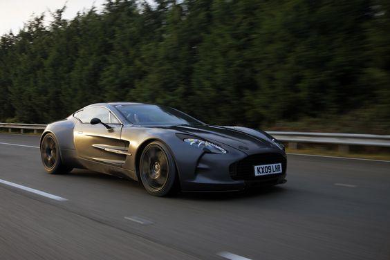 Aston Martin One-77 de 2010 durante unas pruebas en 2009. Solo 77 unidades fabricadas. Motor Cosworth de 700 CV.