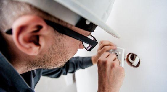 En este artículo vamos a dar algunos consejos sobre #bricolaje fácil, en concreto sobre #electricidad, y realizaremos un repaso de los productos y utensilios básicos que podéis tener en nuestro hogar.