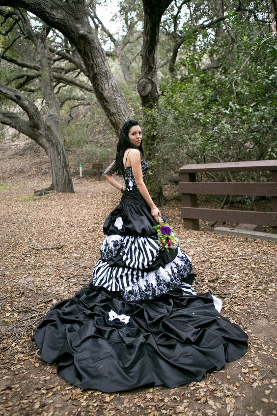 Beetlejuice wedding unique wedding dress and wedding for Unique black and white wedding dresses