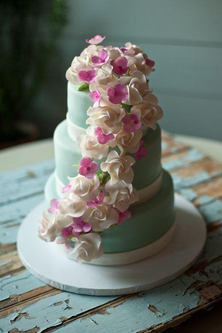 Beautiful mint and magenta wedding cake #wedding #cake #mint #magenta #flowers #inspiration