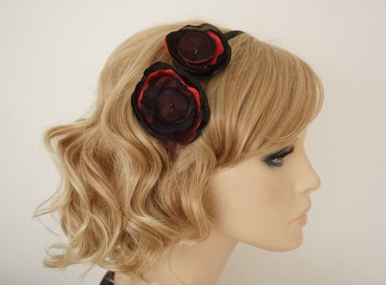"""26,-  //  Haarreif """"Karmen"""",Haarschmuck Blüten schwarz/rot von Elizabethmode auf DaWanda.com"""