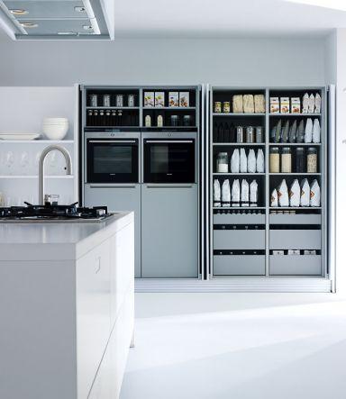 Küchenschrank mit versenkbaren Türen