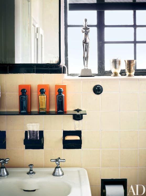 7 Ideas To Make An Old School Tiled Bathroom Look New And Fresh Bathroom Decor Apartment Retro Bathrooms College Apartment Bathroom